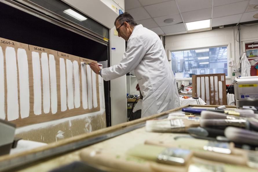 Tre testingeniører testede hver pensel tre gange for hvert testmoment. Foto: Frazer Waller