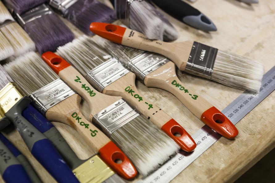 Laboratoriet testede i alt 17 pensler fra det nordiske marked. Foto: Frazer Waller